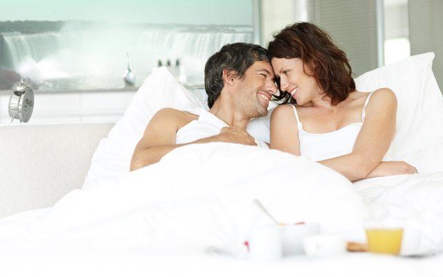 Çok beğendiğiniz ve ciddi ilişki yaşamayı düşünmediğiniz biriyle arkadaşlığınız henüz ilerlemeden cinsel ilişkiye girer misiniz?