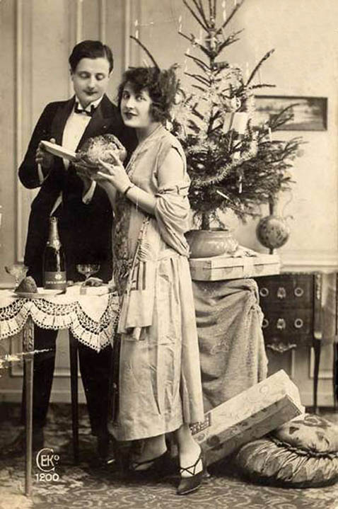 printable-christmas-cards-old-photo-couple-in-love-christmas-tree