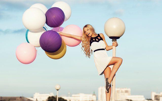 mutlu-basarili-kadin-balon