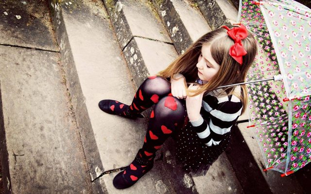 girl-sad-child-hearts-umbrella-stairs-hd-wallpaper