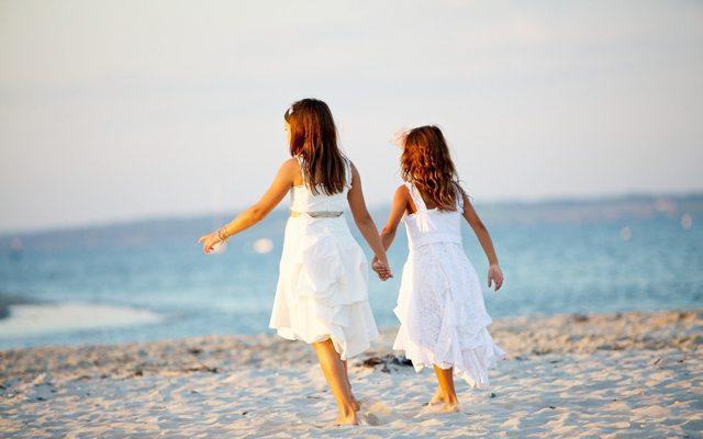 sahilde-kizlar
