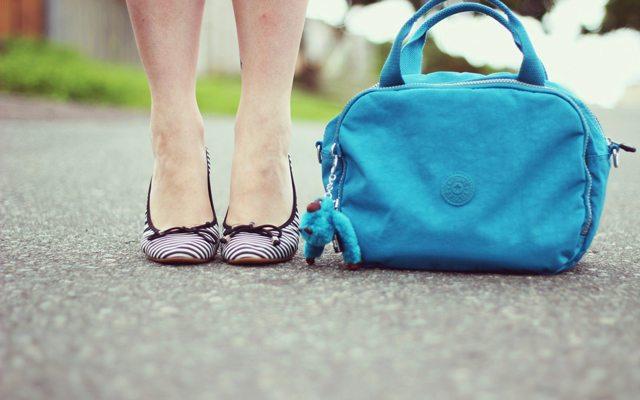 shoes-girl-blue-handbag-street-hd-wallpaper