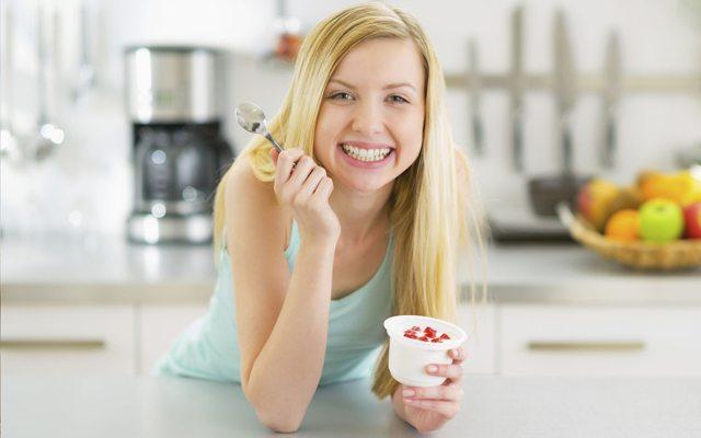 yogurt-kuru-kadin