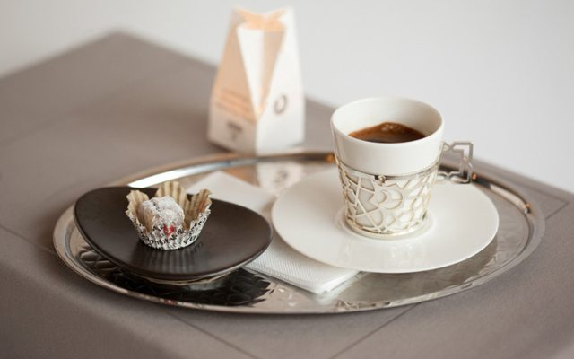 ac-karna-turk-kahvesi-icmek