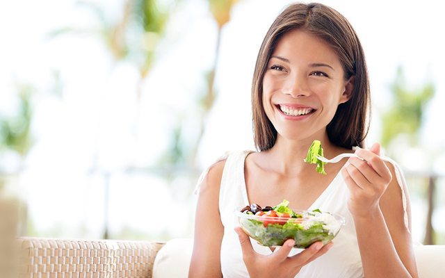 Etin yanında pilav, makarna yerine salata veya sebze yer misin?